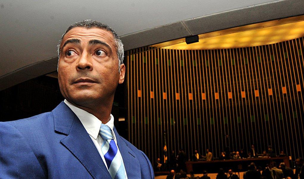 Romário se revolta com lentidão na Câmara