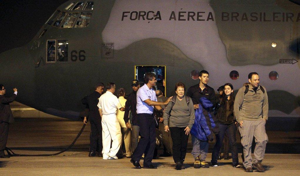 Após incêndio, pesquisadores da Antártida chegam ao Brasil