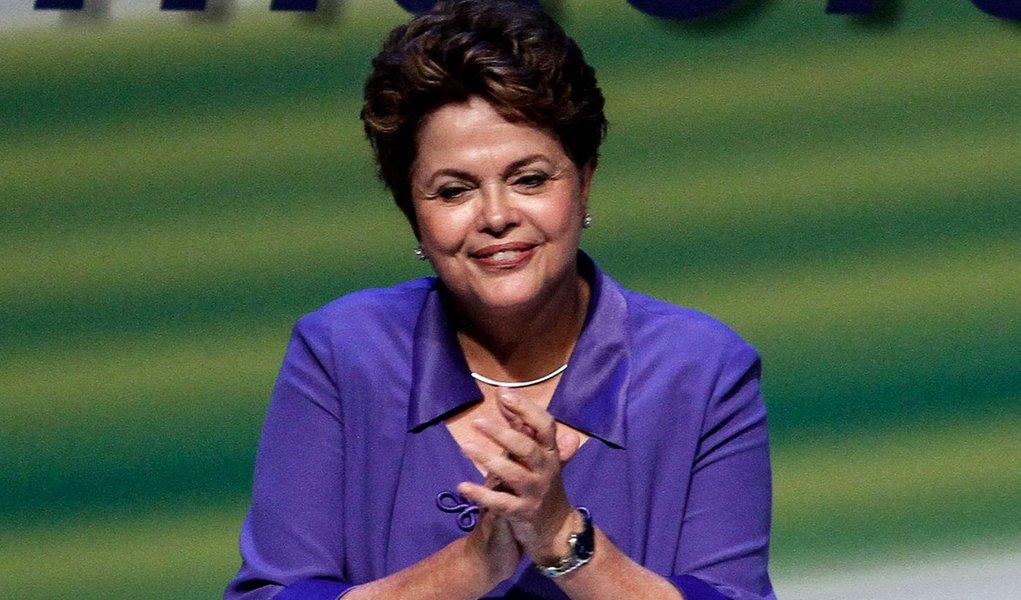 Dilma manda 'efusivos cumprimentos' a François Hollande