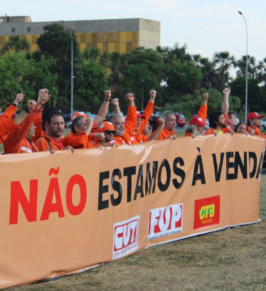 Federação Única dos Petroleiros (FUP) protesta contra privatização da Petrobras