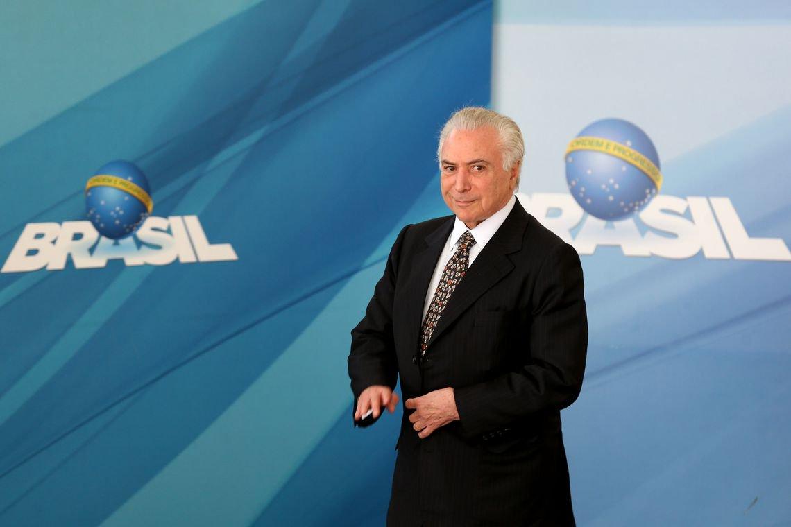"""Michel Temer disse hoje (29) que o governo """"espremeu"""" todos os recursos para a atender as demandas dos caminhoneiros; """"Fizemos o que foi possível. Esprememos todos os recursos governamentais para atender os caminhoneiros e para não prejudicar a Petrobras"""", disse ele"""