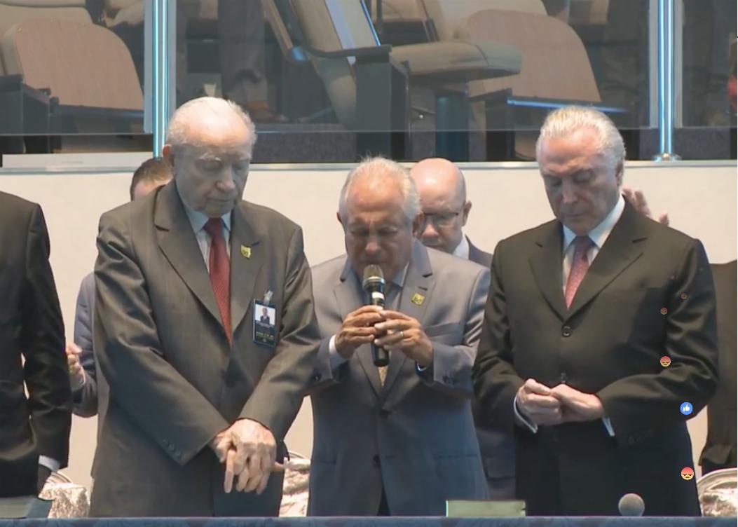 Michel Temer e Henrique Meirelles recebem benção em reunião da igreja Assembleia de Deus (31/05/2018)