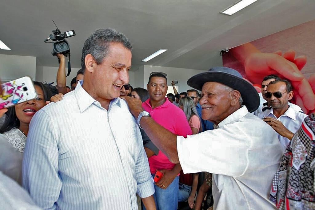 Pesquisa feita pelo Instituto Paraná Pesquisa aponta que o atual governador da Bahia, Rui Costa (PT), seria reeleito no primeiro turno com 58,8% dos votos; segundo colocado no levantamento, o pré-candidato do DEM, José Ronaldo, possui apenas 9,5% das intenções de voto; ainda segundo o estudo, a gestão de Rui Costa é aprovada por 67,9% dos baianos