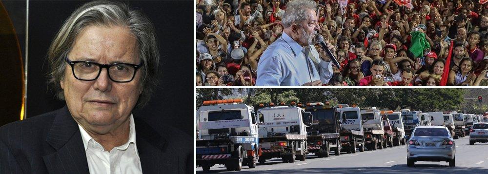 """Após pesquisa divulgar que Lula tem 39% das intenções de voto, o jornalista Paulo Moreira Leite considera que a população vê em Lula uma saída para a crise. """"É cada vez mais necessário defender sua candidatura, o ex-presidente é a solução urgente para tirar Brasil do caos"""", ressalta; Assista a íntegra do programa Boa Noite 247"""