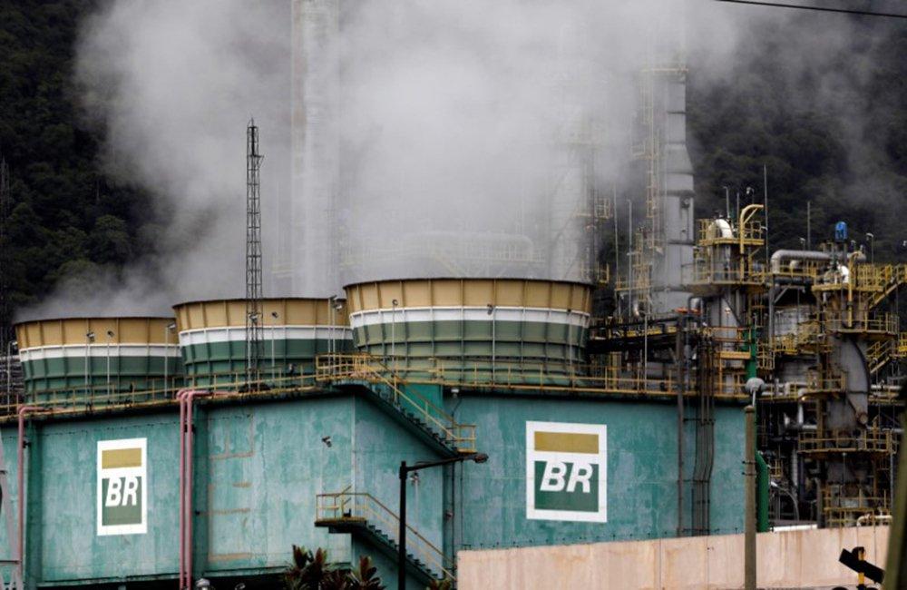 Tanques da estatal Petrobras em refinaria 03/02/2018 REUTERS/Paulo Whitaker