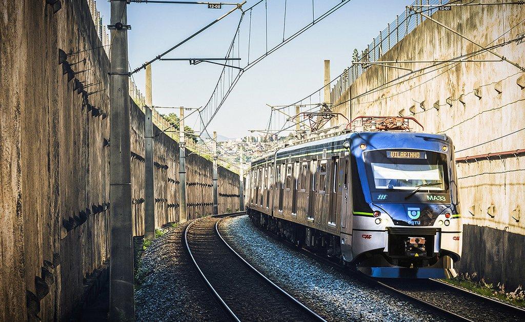 Os metroviários de Belo Horizonte decidiram entrar em greve a partir de hoje (29); os trens só vão circular das 5h30 às 9h30, descartando a proposta do Tribunal Regional do Trabalho (TRT) de manutenção de 100% dos serviços entre 16h30 e 20h; o motivo: salários