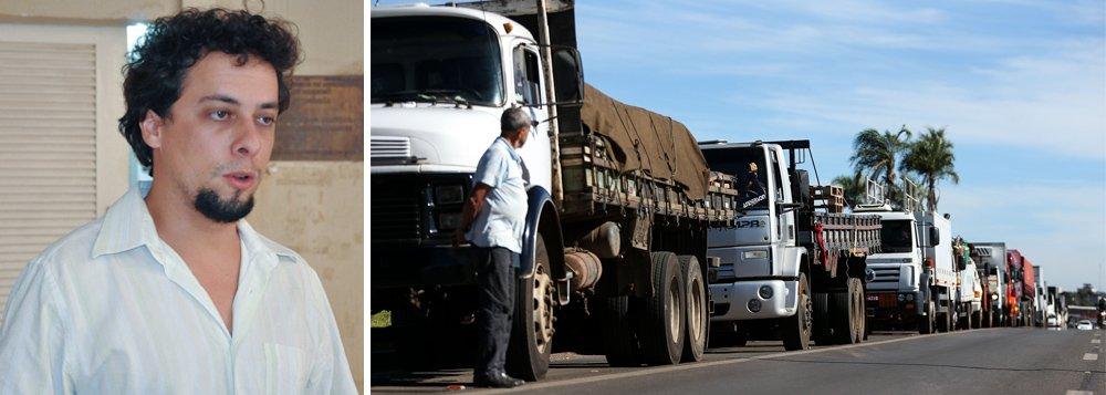 """O professor de Direito da Universidade Federal do Semi-Árido, Daniel Valença observa que a paralisação dos caminhoneiros serviu para unir a Frente Brasil Popular, as centrais sindicais e os partidos de esquerda; """"De imediato, nos resta recuperar a palavra de ordem 'O Petróleo é nosso', nos solidarizarmos com os caminhoneiros e, assim, preparar as condições objetivas para que a greve dos petroleiros transforme-se em greve dos brasileiros em luta pela soberania nacional"""", diz"""