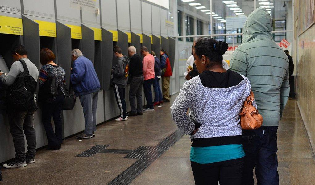São Paulo - Bancários decretam greve e movimentações bancárias só poderão ser feitas pela internet ou caixas eletrônicos.(Rovena Rosa/Agência Brasil)