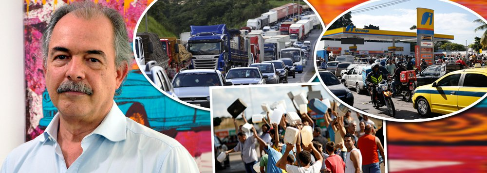 """Em entrevista à TV 247, o ex-ministro Aloizio Mercadante explica como funcionava a política de preços no governo da presidente Dilma Rousseff e afirma que o golpe de 2016 está nos seus estertores. """"Acabou o combustível do golpe"""", diz ele. Segundo Mercadante, nos governos petistas, a Petrobras servia a um projeto de desenvolvimento nacional e também cumpria a função de garantir o abastecimento da população. Agora, serve apenas a acionistas e o resultado é desastroso"""