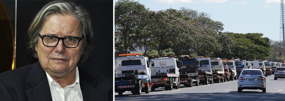 """O jornalista Paulo Moreira Leite afirma que a greve dos caminhoneiros mostra o fiasco que o golpe representa; """"Todas as mudanças que ocorreram na Petrobras sacrificam a população e beneficiam credores e acionistas. Transformaram a estatal numa empresa capitalista de mercado, por isso Pedro Parente tem que ir embora, ele é o simbolo de tudo que está acontecendo no país""""; denuncia; Assista a íntegra do programa Boa Noite 247"""