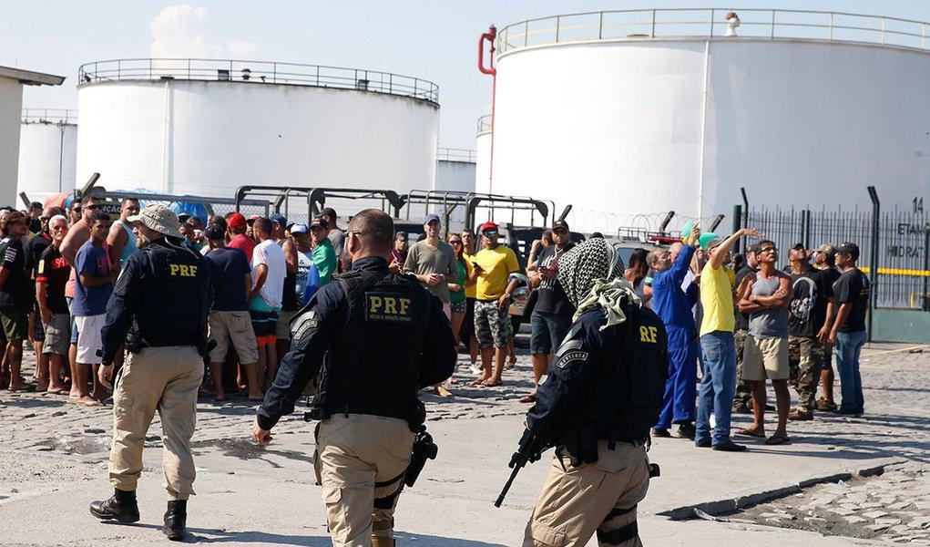Polícia do Exército reforça segurança no entorno de refinaria no Rio