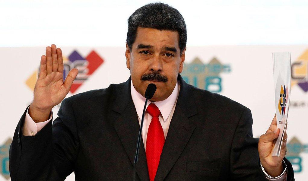 Maduro recebe certificado como vencedor das eleições 22/5/2018 REUTERS/Marco Bello