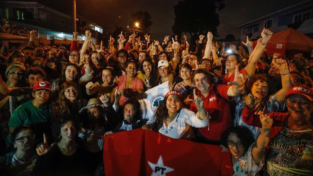 Curitiba PR 10 04 2018 Bela Gil visita acampamento de resistência Lula Livre em Curitiba Fotos: Ricardo Stuckert