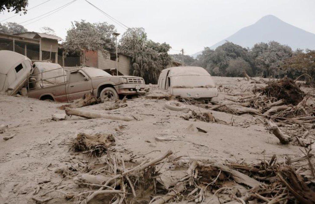 O número de mortos pela erupção do Vulcão de Fogo na Guatemala, ocorrido no último domingo (3), subiu para 109, após outros 10 corpos terem sido encontrados, informou o Instituto Nacional de Ciências Forenses do país centro-americano (Inacif); o porta-voz da Coordenação Nacional para a Redução de Desastres (Conred), David de León, disse que os trabalhos de resgate foram suspensos devido às más condições meteorológicas na região