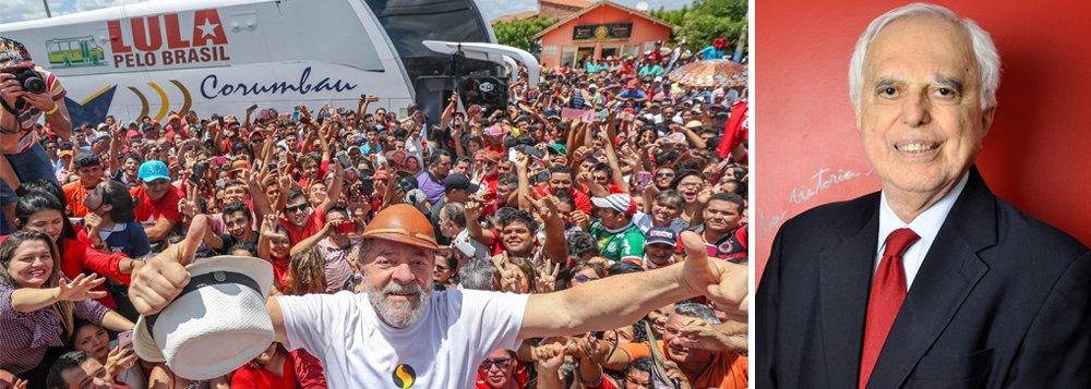 """Ex-secretário geral do Itamaraty, o diplomata Samuel Pinheiro Guimarães condenou, em entrevista à TV 247, as ações de ingerência dos Estados Unidos, que culminaram no golpe contra Dilma Rousseff, e reforçou que a prisão do ex-presidente é arbitrária; """"Lula é preso político do Império, mas ele resiste. Quanto mais batem no ex-presidente, mais ele sobe nas pesquisas"""", afirma; para ele, Henrique Meirelles """"é o representante de Wall Street e Pedro Parente, presidente da Petrobras, é porta-voz do governo dos EUA""""; assista"""