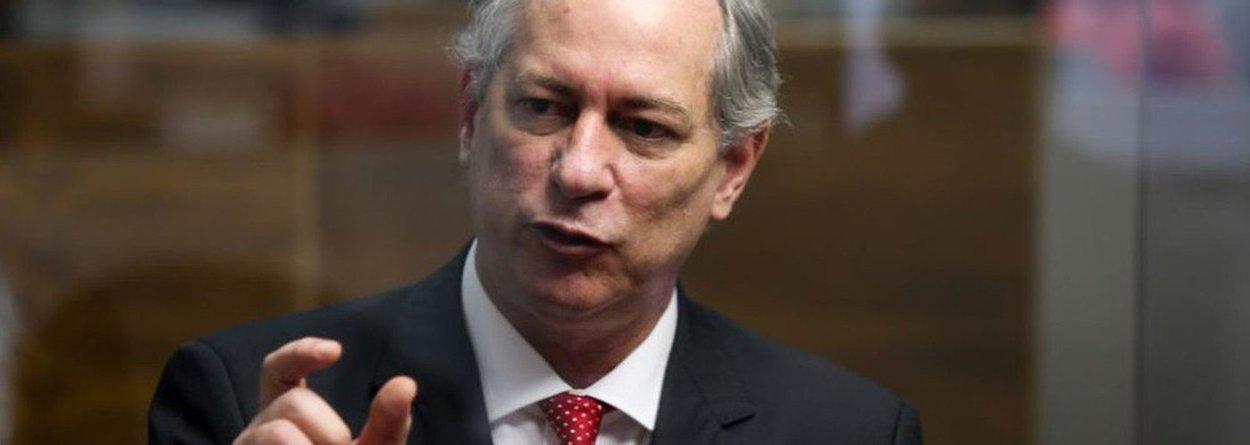 """O presidenciável Ciro Gomes (PDT-CE) criticou o que chamou de """"invasão absolutamente intolerável"""" de atribuições democráticas por parte do Ministério Público e da Justiça, que, segundo ele, querem governar no lugar do Executivo; de acordo com o pedetista, """"o Ministério Público quer governar no lugar de todo mundo""""; """"O Judiciário quer governar no lugar de todo mundo"""""""