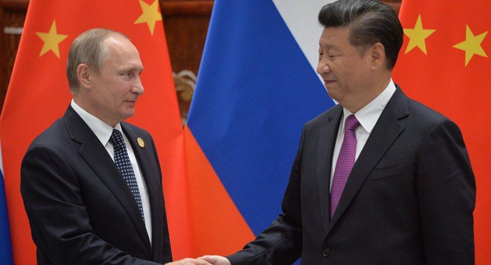 China e Rússia aprofundam e fortalecem relações de alto nível; nas primeiras conversações realizadas nesta sexta-feira (8), em Pequim, entre os presidentes Xi Jinping e Vladimir Putin, ambos expressaram plena concordância quanto a temas da agenda bilateral e sobre os desafios do mundo atual