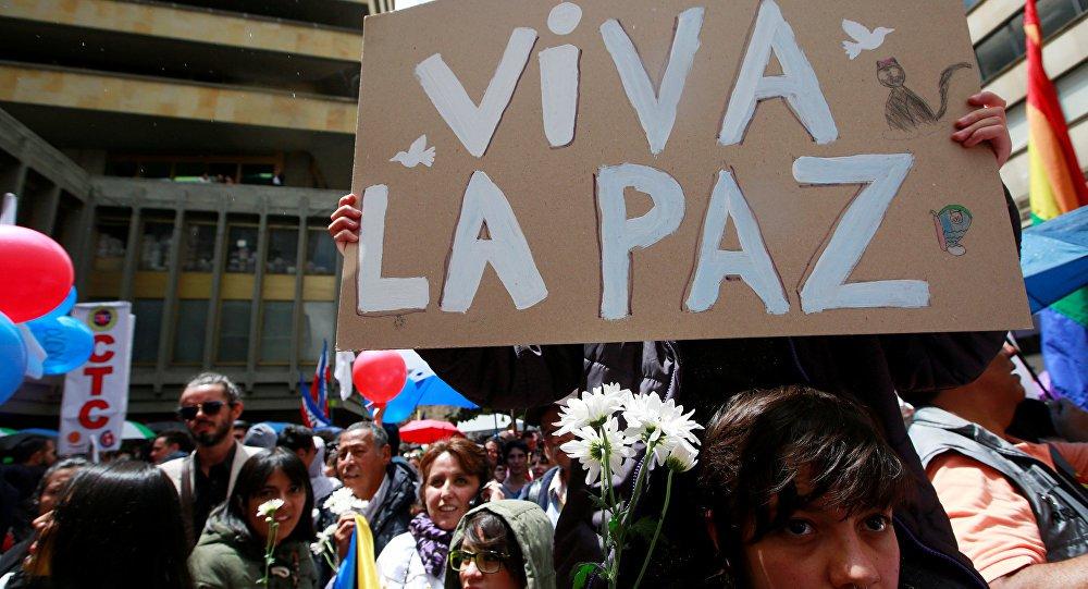 Os colombianos vão às urnas neste domingo (27), em históricas eleições presidenciais, as primeiras depois da assinatura do Acordo de Paz entre o governo e a ex-guerrilha da Farc.