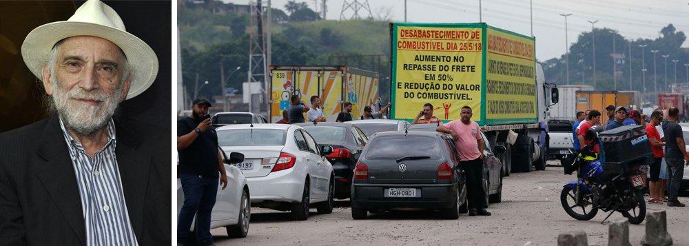 """A respeito da greve dos caminhoneiros que já dura quatro dias, o jornalista Alex Solnik denuncia que o preço da gasolina e diesel no Brasil é um verdadeiro escândalo; """"É a segunda gasolina do mundo, só perde para Noruega. A gasolina na Venezuela custa menos de um centavo de dólar"""", compara; Assista a íntegra do programa Boa Noite 247"""