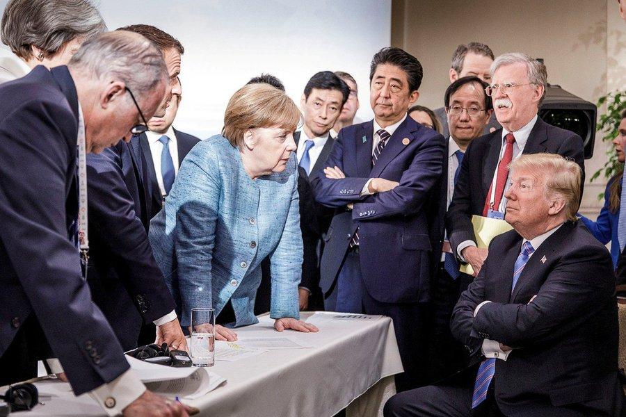 A decisão do presidente dos Estados Unidos, Donald Trump, de retirar o apoio americano ao comunicado final da cúpula do G7 por meio uma mensagem no Twitter, provocou reações Alemanha e da França neste domingo (10), e minou o que já parecia ser um frágil consenso sobre a disputa comercial entre os Estados Unidos e seus principais aliados
