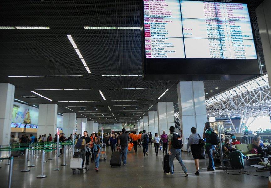 Movimento no Aeroporto Internacional de Brasília nesta quinta-feira (2), véspera do feriado da feriado da Semana Santa (José Cruz/Agência Brasil)