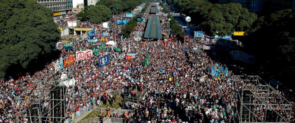 Organizações sociais e políticas protestaram contra o FMI e a política antinacional e antipopular do governo de Maurício Macri