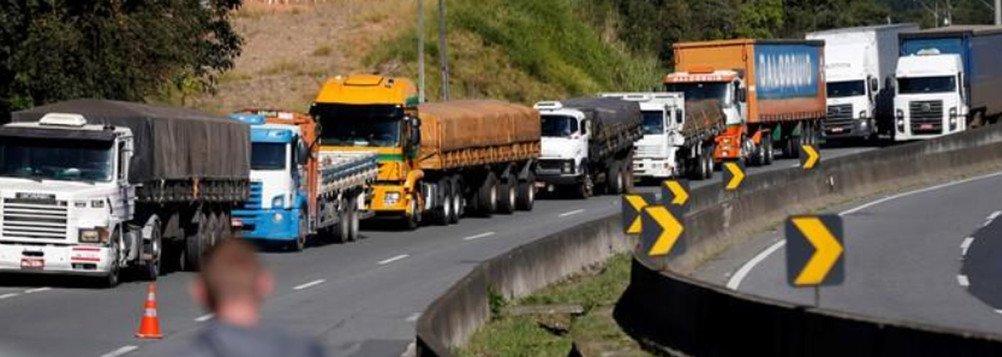 Balanço da Polícia Rodoviária Federal (PRF) apontou que, às 14h desta segunda-feira (28), havia 556 trechos bloqueados em todo o País, dois a mais do que os 554 informados na noite de sábado (26), antes de uma nova tentativa de acordo com os caminhoneiros