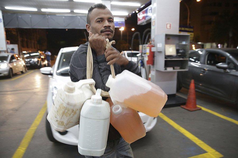 O abastecimento de combustível no Distrito Federal começa a ser normalizado.Foto Marcello Casal Jr/Agência Brasil