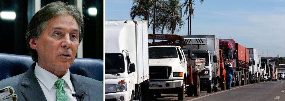 O presidente do Senado, Eunício Oliveira (MDB-CE), afirmou que não será possível votar imediatamente o projeto de lei aprovado pela Câmara sobre a reoneração da folha de pagamentos de alguns setores e da retirada do PIS/Cofins sobre o óleo diesel; dessa forma, os caminhoneiros, que protestam contra a alta nos preços do óleo diesel, devem continuar em greve em nível nacional, aumentando ainda mais o caos nos postos de abastecimento de combustíveis
