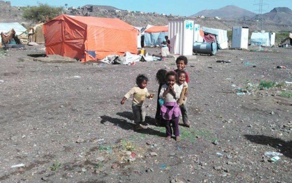 O Iêmen, um dos países mais pobres da região do Oriente Médio, enfrenta uma guerra civil sustentada por divisões internas. A guerra converteu-se em um verdadeiro tabuleiro onde enfrentam-se os interesses dos países maiores, mas, diferentemente do conflito Sírio, no entanto, a violência no Iêmen não parece comover tanto a mídia hegemônica