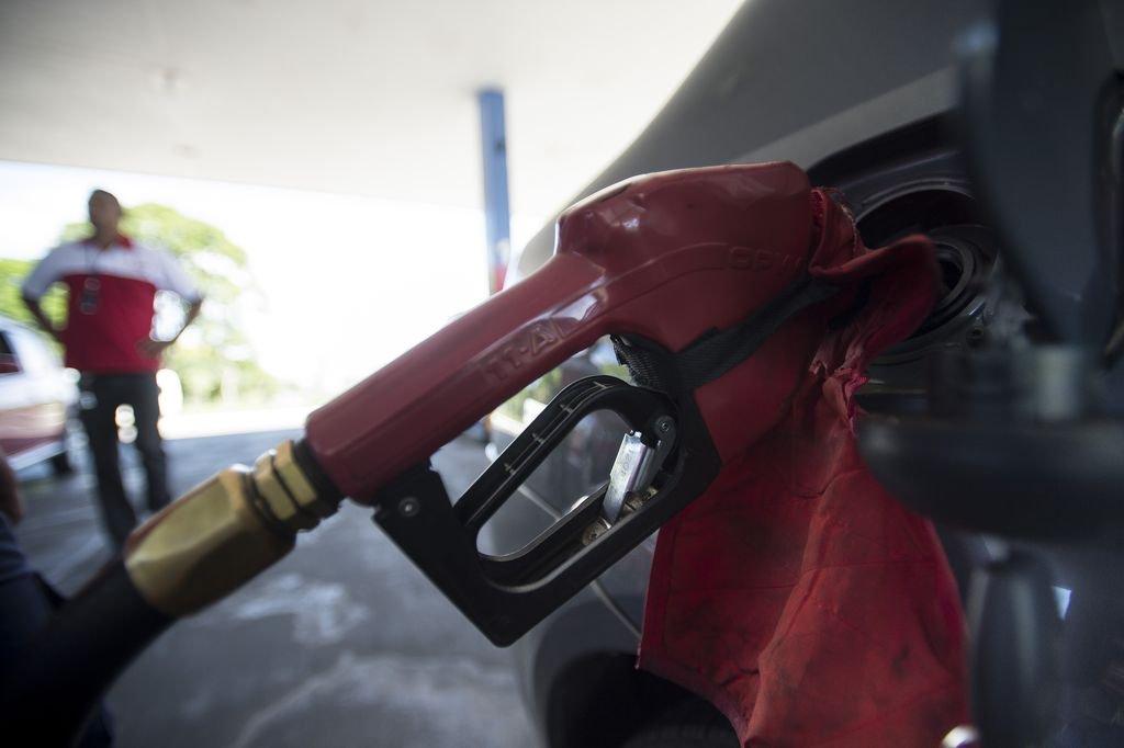 O Brasil nunca importou tanto óleo diesel. Com o aumento dos preços do petróleo, a conta vai ficar cada vez mais cara para o Brasil, elevando o custo de produção de todos os produtos nacionais, visto que o principal meio de transporte de mercadorias usado no país ainda é o caminhão movido a diesel