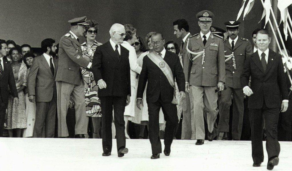 B0005 SAO PAULO ARQUIVO 15/03/79 POLITICA FIGUEREDO POSSE DO PRESIDENTE JOAO BATISTA FIGUEIREDO AO LADO GEISEL FOTO DIVULGACAO