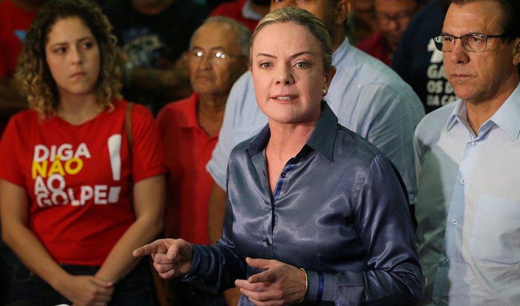 Presidente do PT, Gleisi Hoffmann, dá entrevista em São Bernardo do Campo 05/04/2018 REUTERS/Paulo Whitaker