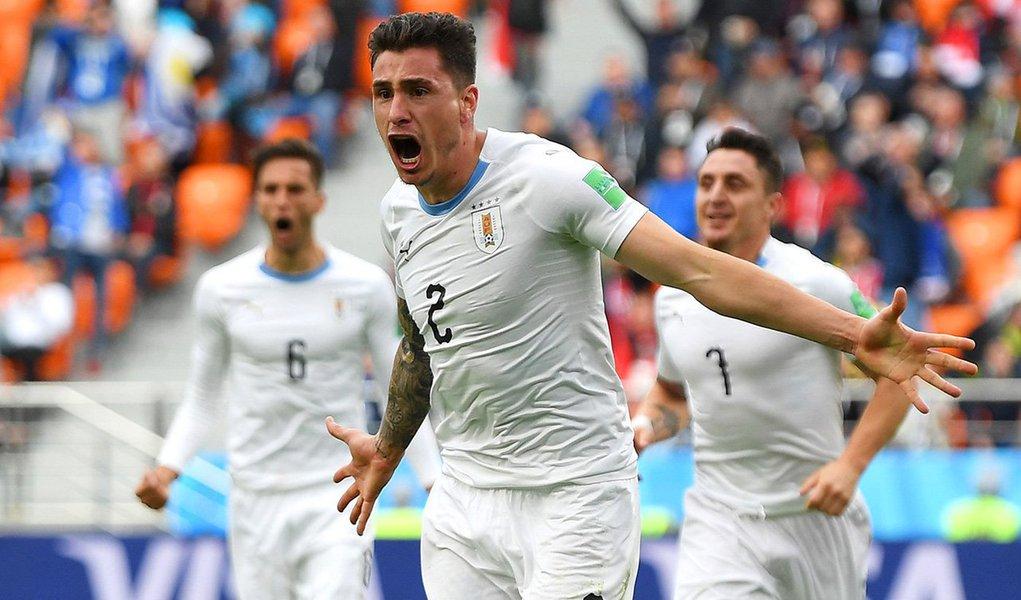 A seleção do Uruguai conseguiu uma vitória no sufoco por 1 x 0 sobre o Egito, nesta sexta-feira, na partida que fechou a primeira rodada do Grupo A da Copa do Mundo, graças a um gol de cabeça de José María Giménez nos minutos finais da partida