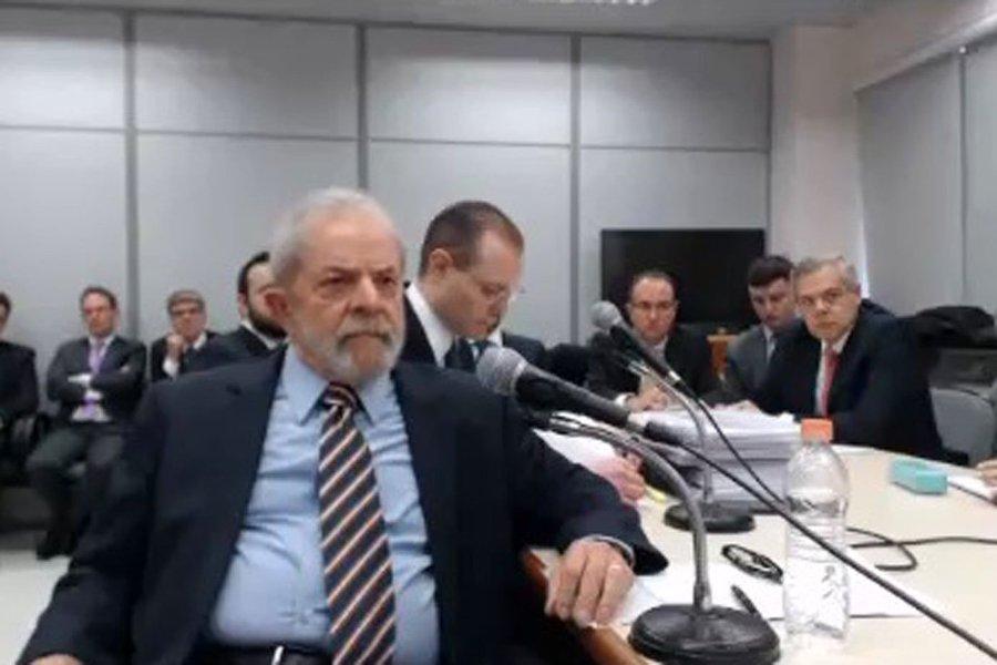 Lula durante depoimento em Curitiba