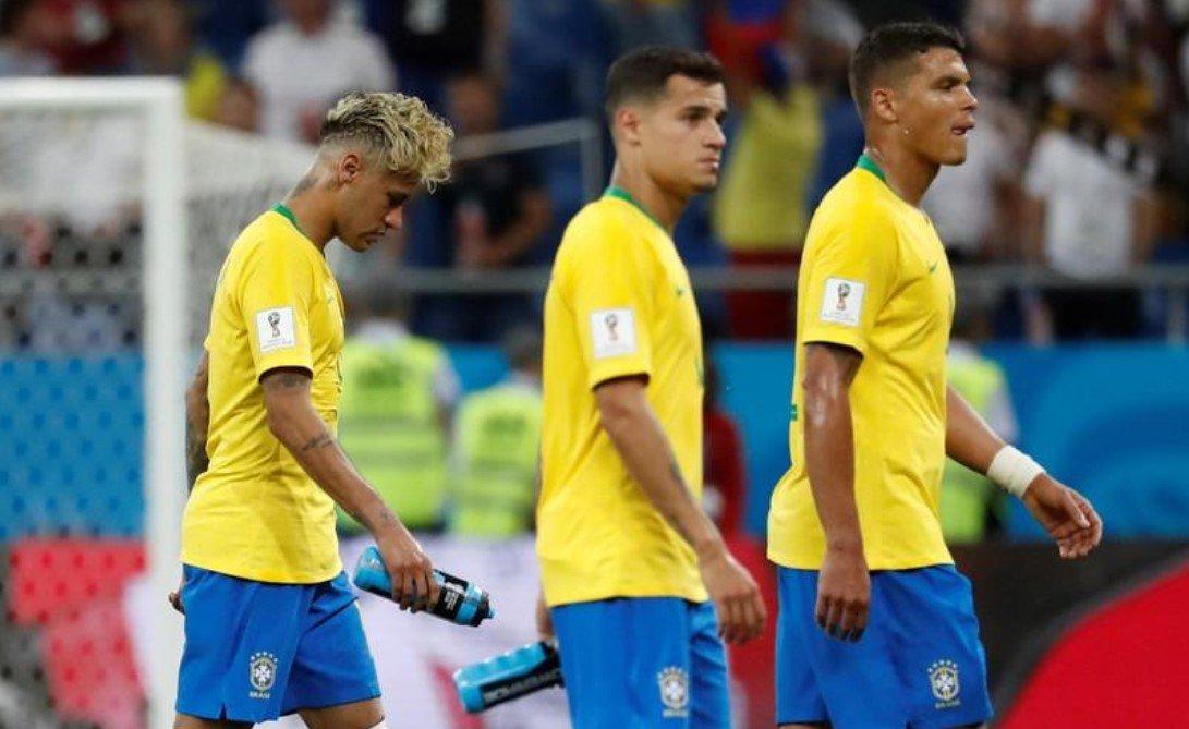 Felipe Coutinho abrir o placar para o Brasil com um chutaço fora da área; após cobrança de escanteio, Zuber deu um empurrão no zagueiro brasileiro Miranda e cabeceou; o árbitro sofreu pressão para consultar o árbitro de vídeo, mas validou o gol