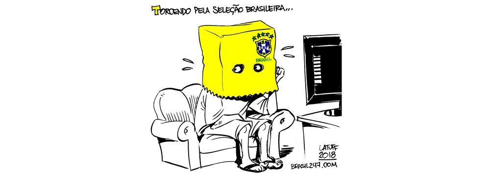 Nova charge do cartunista Carlos Latuff mostra o constrangimento do brasileiro em usar a camisa amarela depois que ela virou símbolo dos manifestoches
