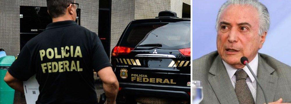 """O relatório final da Polícia Federal sobre a operação Cui Bono, que investiga irregularidades bilionárias na Caixa Econômica Federal, apontou haver """"indícios suficientes"""" de que o presidente Michel Temer cometeu o crime de embaraço a investigação ao avalizar a suposta compra de silêncio do ex-presidente da Câmara Eduardo Cunha (MDB-RJ) e do delator Lúcio Funaro, conforme delação de executivos da J&F; documento da PF, com 561 páginas, indicia por crimes 16 pessoas, como Cunha, Funaro, Geddel Vieira Lima e executivos de empresas como a J&F"""