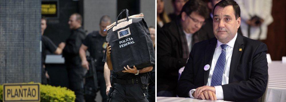 """""""Termina o inquérito da Polícia Federal que apura os """"crimes"""" do Reitor Cancillier. Resultado: zero, nada, nenhuma prova ou testemunha a incriminá-lo. Pronto! O Reitor já pode ressuscitar tranquilo. Não será preso novamente. E viva o aparato repressivo do lava-jatismo!"""", disse o advogado e professor Samuel Gomes pelo Twitter"""