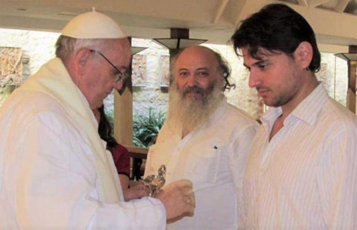 A velha mídia nacional continua insistindo que a visita deJuan Grabois não tem nenhuma relação com o Papa Francisco ou com o Vaticano. Tudo para desqualificar o ex-presidente Lula e negar que se trata de um preso político, visão compartilhada por diversas lideranças mundiais