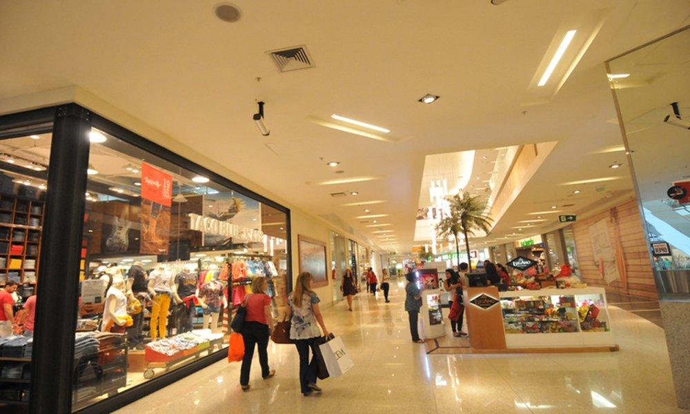 19/03/2015. Credito: Rodrigo Clemente/EM/D.A Press. Brasil. Belo Horizonte - MG. Perfil do frenquentador dos shoppings de BH. Consumidor passa em media, 74 minutos no mall. Na foto, frequentadores do Boulevard Shopping.