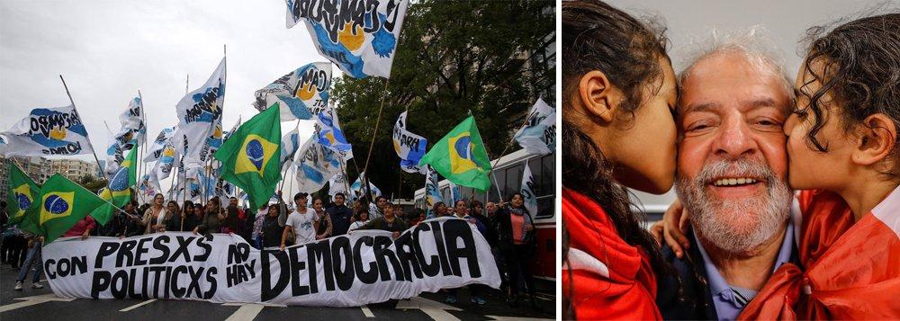 """Argentinos vão em frente à embaixada do Brasil em Buenos Aires pedir pela liberdade do ex presidente Lula; eles repudiam a perseguição política, judicial e midiática contra o líder brasileiro, """"pretendem encarcerar o primeiro presidente trabalhador da América Latina numa atitude de revanchismo"""", afirmou o deputado Hugo Yasky"""