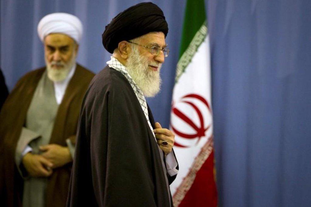 """""""Se acabou o tempo de nos atacar e de fugir. Seus ataques serão respondidos com ataques"""", avisou o líder supremo iraniano, aiatolá Ali Khamenei, comentando os bombardeios efetuados na Síria no domingo (29), informou o jornalista israelense Amichai Stein"""