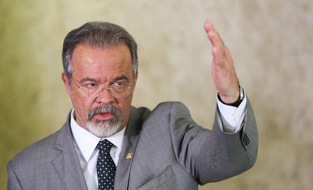 Brasília - Ministro da Defesa, Raul Jungmann, após reunião com o presidente Temer no Palácio do Planalto, fala sobre operação do Exército ao cerco a criminosos na Rocinha, no Rio de Janeiro (Marcelo Camargo/Agência Brasil)