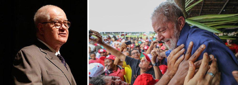 """O motivo seria eleitoral – assim como é o da sua prisão.""""Se Lula estiver em liberdade no dia da eleição, mesmo sem ser candidato, dobrará as chances do seu poste, seja ele quem for"""", diz o jornalista"""