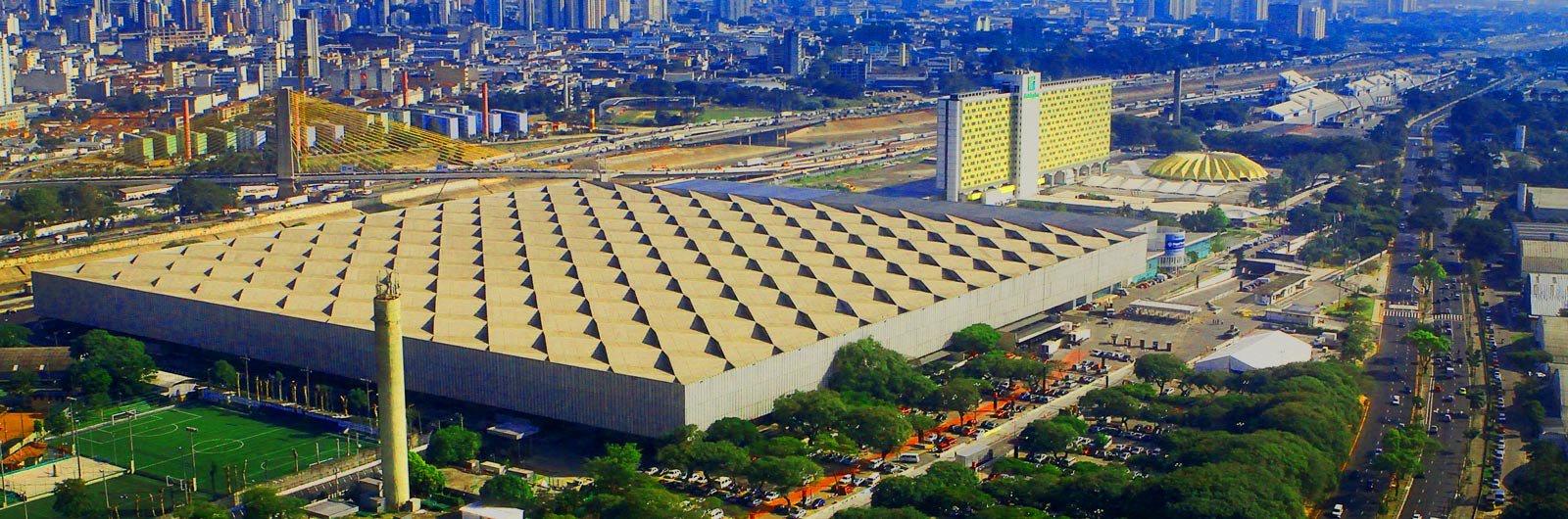 Vereadores de São Paulo aprovaram o projeto de lei que autoriza aprivatização do complexo do Anhembi, zona norte da cidade; o projeto de lei define os parâmetros para a intervenção urbana na região, e vai permitir que o área construída do empreendimento passe de 1 milhão para 1,7 milhão de metros quadrados, quatro vezes a área do terreno