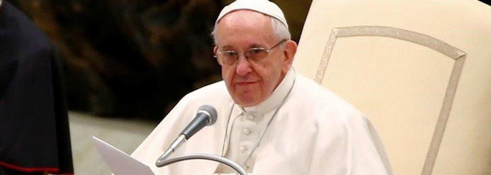 """O papa Francisco classificou a prática de aborto após testes pré-natal apontarem possíveis deficiências no nascimento como uma versão da tentativa nazista de criar uma raça pura ao eliminar os mais fracos; """"As crianças devem ser aceitas como elas vêm, como Deus as envia, mesmo se às vezes estejam doentes"""""""