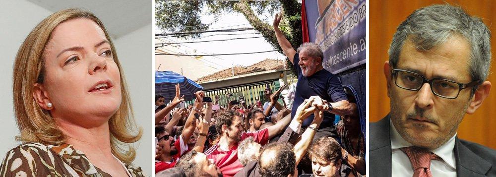 """""""Ao excluir o nome de Lula das principais cartelas de sua próxima pesquisa, registrada no TSE, o Instituto Datafolha tenta manipular a realidade e o sentimento popular amplamente favorável ao nosso candidato"""", diz a senadora Gleisi Hoffmann (PT-PR); Datafolha pretende divulgar pesquisa sem Lula neste domingo, embora o ex-presidente seja o líder, com 35% dos votos, e a lei brasileira não proíba que um presidiário – ainda mais um preso político – possa disputar as eleições; no dia 15 de agosto, a candidatura Lula será registrada"""
