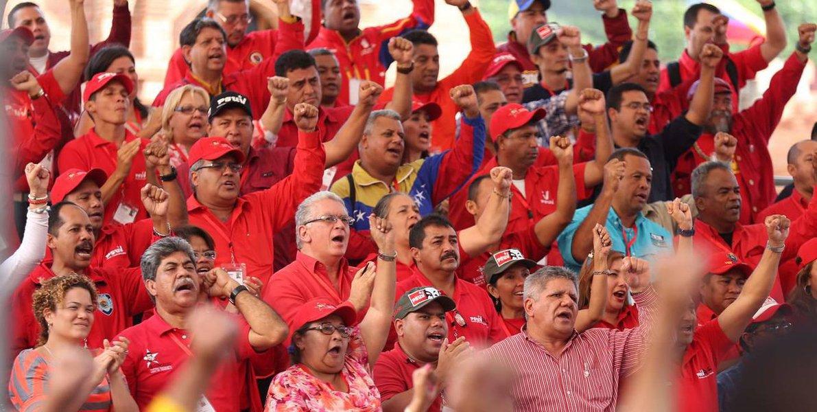 Fortalecido pela vitória eleitoral para presidente da República e conselhos legislativos estaduais e municipais de 20 de maio último, a legenda chavista PSUV - Partido Socialista Unido da Venezuela, aparece em primeiro lugar numa pesquisa sobre partidos políticos do país
