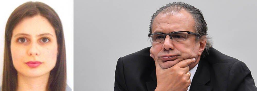 A juíza Carolina Moura Lebbos, que o ex-presidente Lula recebesse a visita de amigos em seu cárcere político, não parece demonstrar a mesma rigidez com outros envolvidos na operação Lava Jato; a magistrada calibra sua balança de forma diferente ao gosto do processado da vez e no último dia 11, a defesa do ex-executivo da Petrobras Pedro Barusco solicitou e a juíza Lebbos de pronto acatou um pedido para que o executivo delator não tivesse mais a obrigação de usar tornozeleira